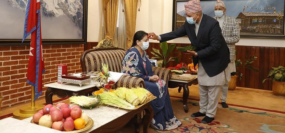 राष्ट्रपति विद्यादेवी भण्डारीद्वारा शुभ साइतमा टीका ग्रहण